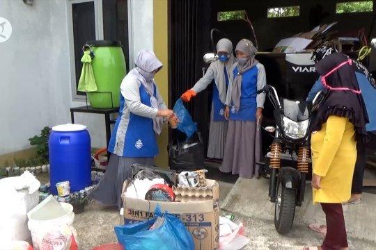 Menabung sampah menjadi emas semakin diminati warga Padang
