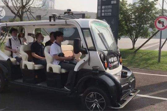Shuttle bus otonomos berteknologi 5G angkut penumpang di Chengdu, China