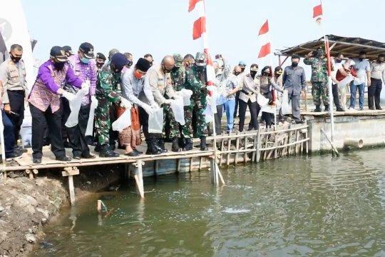 Polres Tangerang Kota jaga ketahanan pangan dengan menebar benih ikan