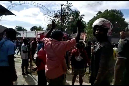 Tak lulus CPNS, massa rusak 3 kantor di Mappi Papua