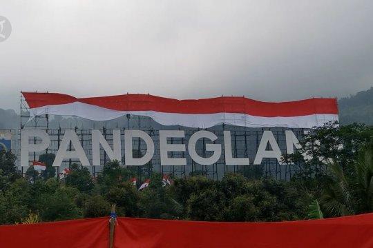 Kopassus bentangkan Merah Putih raksasa di puncak Gunung Karang Pandeglang