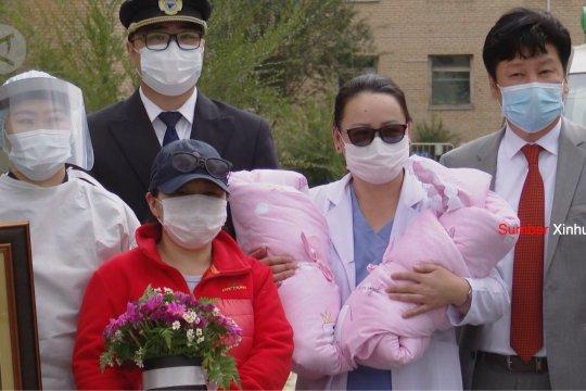 Lahir saat penerbangan, bayi kembar dapat tiket gratis seumur hidup