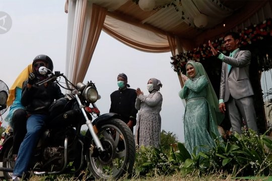 Sensasi menghadiri resepsi pernikahan secara  drive thru