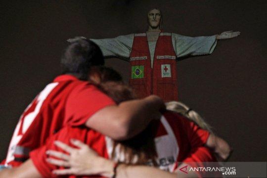Penghormatan bagi anggota Palang Merah di Patung Kristus Penebus