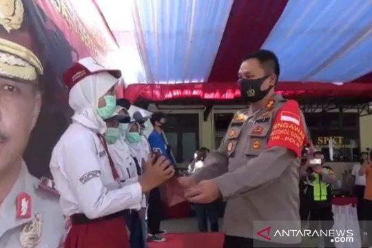 Polisi bagikan 100 modem dan paket data untuk pelajar di Jaktim
