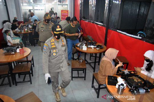 Sidak pembatasan jam operasional restoran di Bogor
