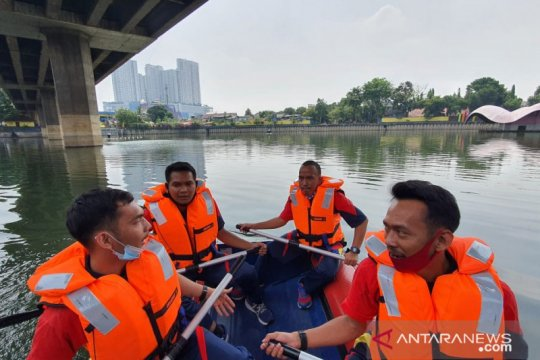 Petugas Damkar Tambora ikuti latihan evakuasi korban tenggelam
