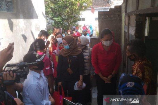 Kemensos bantu peralatan belajar bagi siswa miskin di Garut