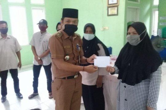 Semen Padang salurkan beasiswa bagi 50 pelajar di Dumai
