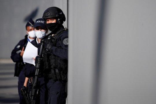 Seorang guru dibunuh dengan pisau, Prancis selidiki  terorisme