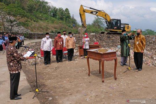 Kepala Dinas Lingkungan Hidup Temanggung dilantik di TPA sampah