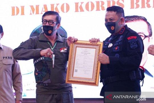 Menkumham serahkan sertifikat 91 kekayaan Intelektual Korps Brimob