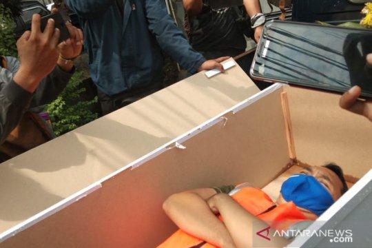 Dikritik masyarakat, sanksi masuk peti jenazah di Jaktim dihentikan