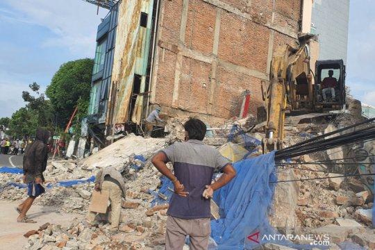 Tidak ada korban jiwa dari ambruknya ruko di Jalan Kyai Caringin