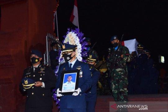 Pemakaman jenazah penerbang Luluk Prabowo