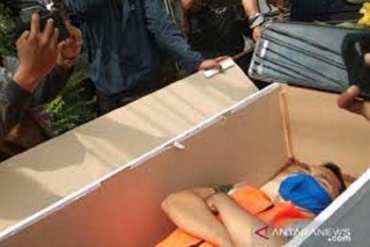 Sanksi masuk peti jenazah di Jakarta adalah kemauan pelanggar