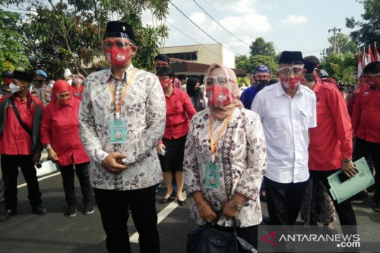 Pasangan Kustini-Danang Maharsa mendaftar ke KPU Sleman