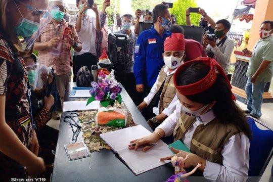 Pilkada Poso, Verna Inkiriwang-Yasin Mangun mendaftar di KPU Poso