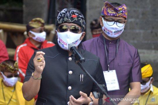 Pasangan petahana GiriAsa resmi daftar Pilkada Kabupaten Badung