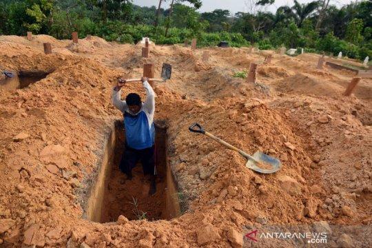 Penggali kubur di pemakaman khusus COVID-19 belum terima insentif