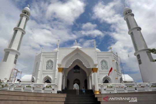 Masjid Al Hakim di Pantai Padang