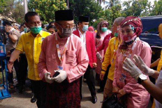 Berbusana Melayu Jambi, Cek Endra-Ratu Munnawaroh daftar ke KPU Jambi