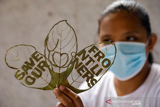 Seni daun kering untuk relawan COVID-19