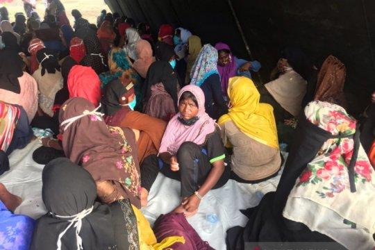 Dini hari, 297 orang etnis Rohingya terdampar di Aceh
