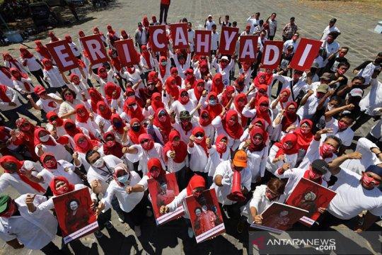 Kreativitas gerakan para relawan Eri-Armuji bermunculan di Surabaya