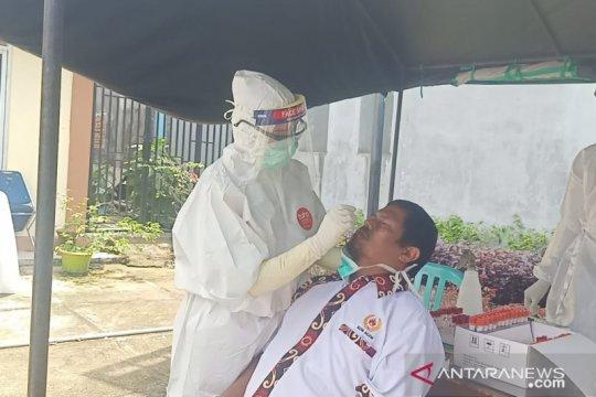 16 wartawan lakukan tes usap setelah meliput di KPU Agam