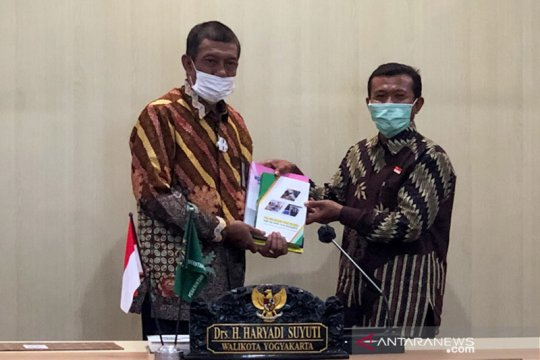 Pengalaman pembelajaran jarak jauh kepala SMP di Yogyakarta dibukukan