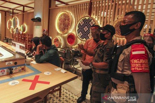 Penegakan aturan jam malam di Depok, petugas gabungan sambangi pusat perbelanjaan