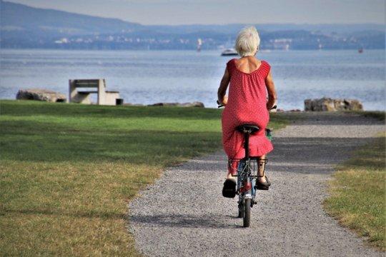 10 hal agar lansia tetap sehat di masa adaptasi kebiasaan baru