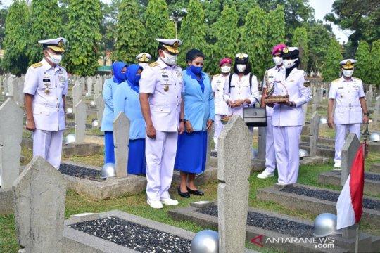 Sambut HUT ke-75 TNI AL, KASAL pimpin ziarah ke TMP Kalibata