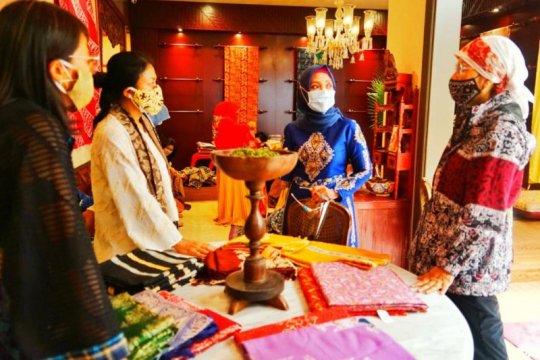 Dyah Erti Idawati perkenalkan Batik Aceh di Jakarta