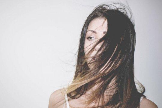 Keramas jadi kunci atasi rambut lepek