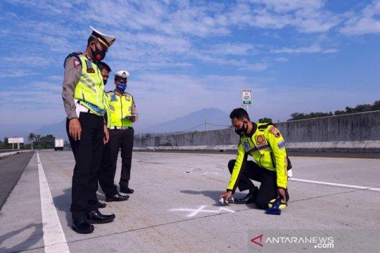 Polisi olah TKP kecelakaan beruntun di Tol Solo-Semarang