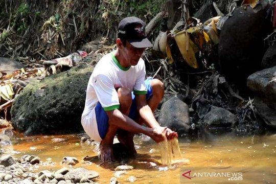 Masyarakat Desa Soropadan Temanggung keluhkan limbah pabrik tekstil