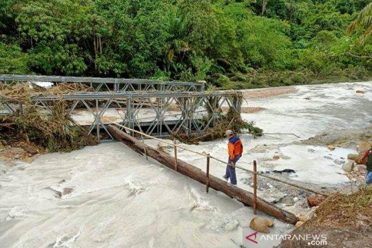 Satu jembatan di Aceh Singkil ambruk diterjang banjir