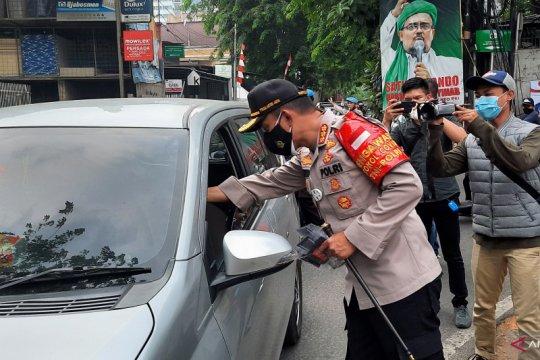 Polrestro Jaksel gandeng IDI bagikan masker dan vitamin ke masyarakat