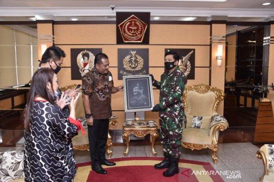 "Panglima TNI terima penghargaan sebagai ""Positive News Maker"""