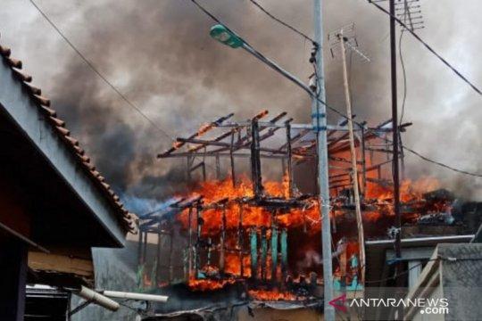 Dua unit rumah terbakar di Cibubur diduga arus pendek listrik