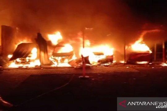 Sembilan mobil, tujuh rumah dan satu pabrik terbakar di Cakung