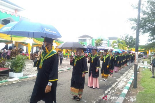 Ratusan mahasiwa IAIN Bengkulu diwisuda di lapangan terbuka