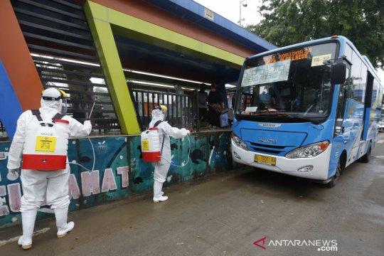 Kasus COVID-19 meningkat, Dishub Aceh disinfeksi sarana transportasi umum
