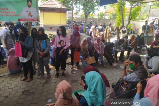 Pemohon kartu pencari kerja melonjak 1.200/hari di Cianjur