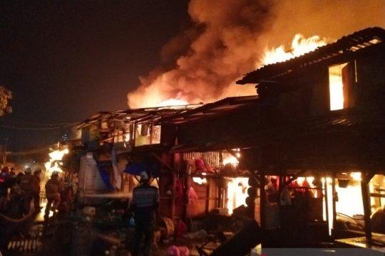 60 bangunan terbakar di Pasar Ciplur Jakarta Utara
