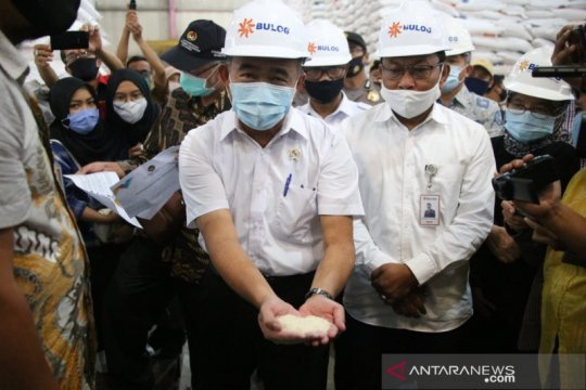 Menko PMK pastikan kualitas beras bansos PKH sesuai standar