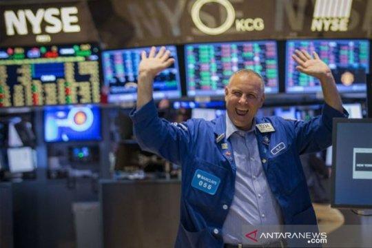 Wall Street ditutup beragam dengan Indeks Dow Jones naik 131,06 poin