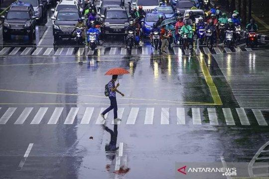 Waspadai hujan disertai petir di Jaksel dan Jaktim
